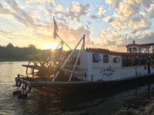 Rathbun Lake Dinner Cruise
