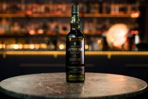 Whisk(e)y Wednesday - Sue Lewis X Laphroaig